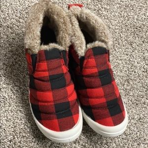 London Fog woman's shoes comfy slippers 7